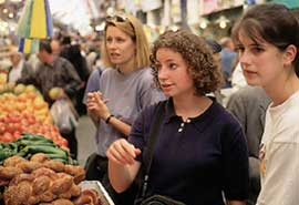 women in jerusalem market