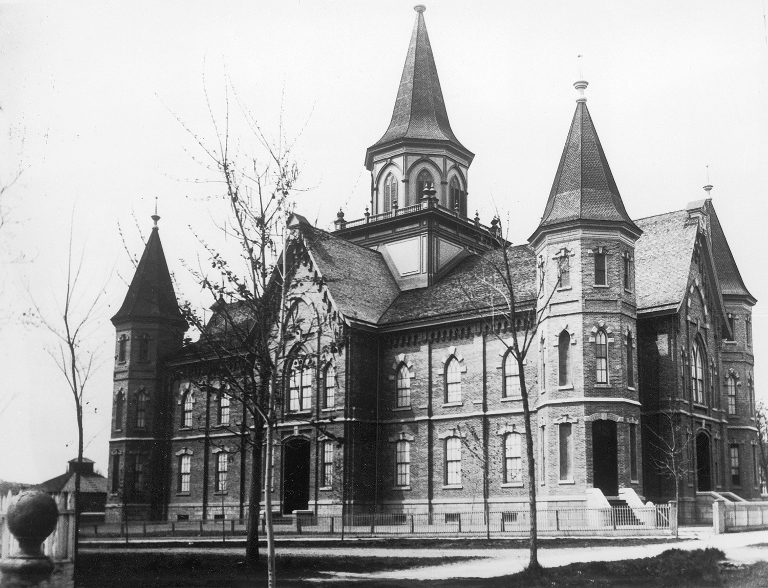 archived photo of the front view of Provo Tabernacle