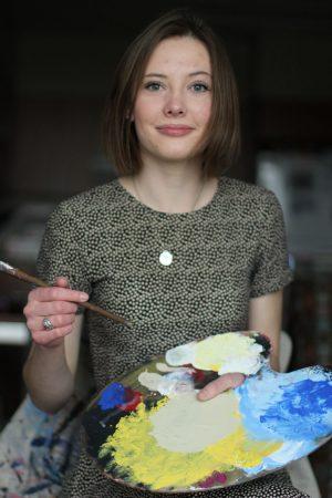 Amber Ellis holding palette