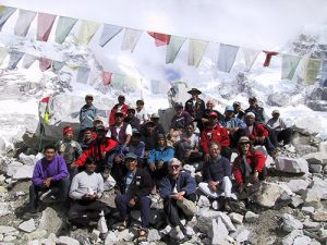 Stacy Taniguchi, Al Hanna, and a team of climbers in a group picture on Everest.