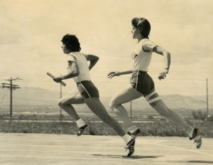 A photo from the '70s shows María Guadalupe García Cardiell practicing at the track with BYU teammate Linda Bourn.