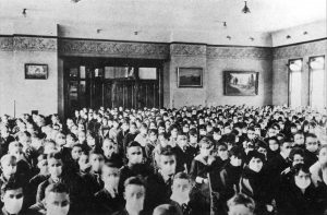 A Classroom of BYU students in 1919 wearing white medical masks