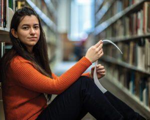Kassandra Schreiber student portrait in library.